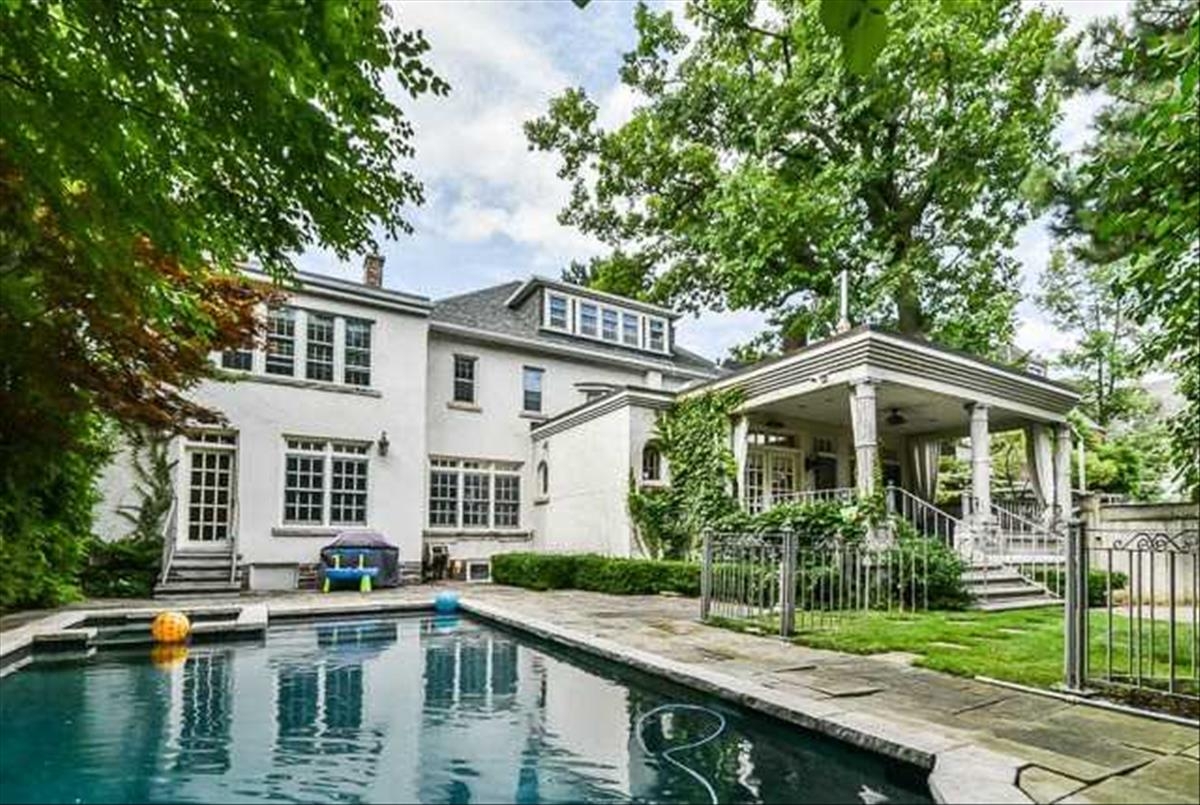 5 Dewbourne Ave Toronto Bella Lee