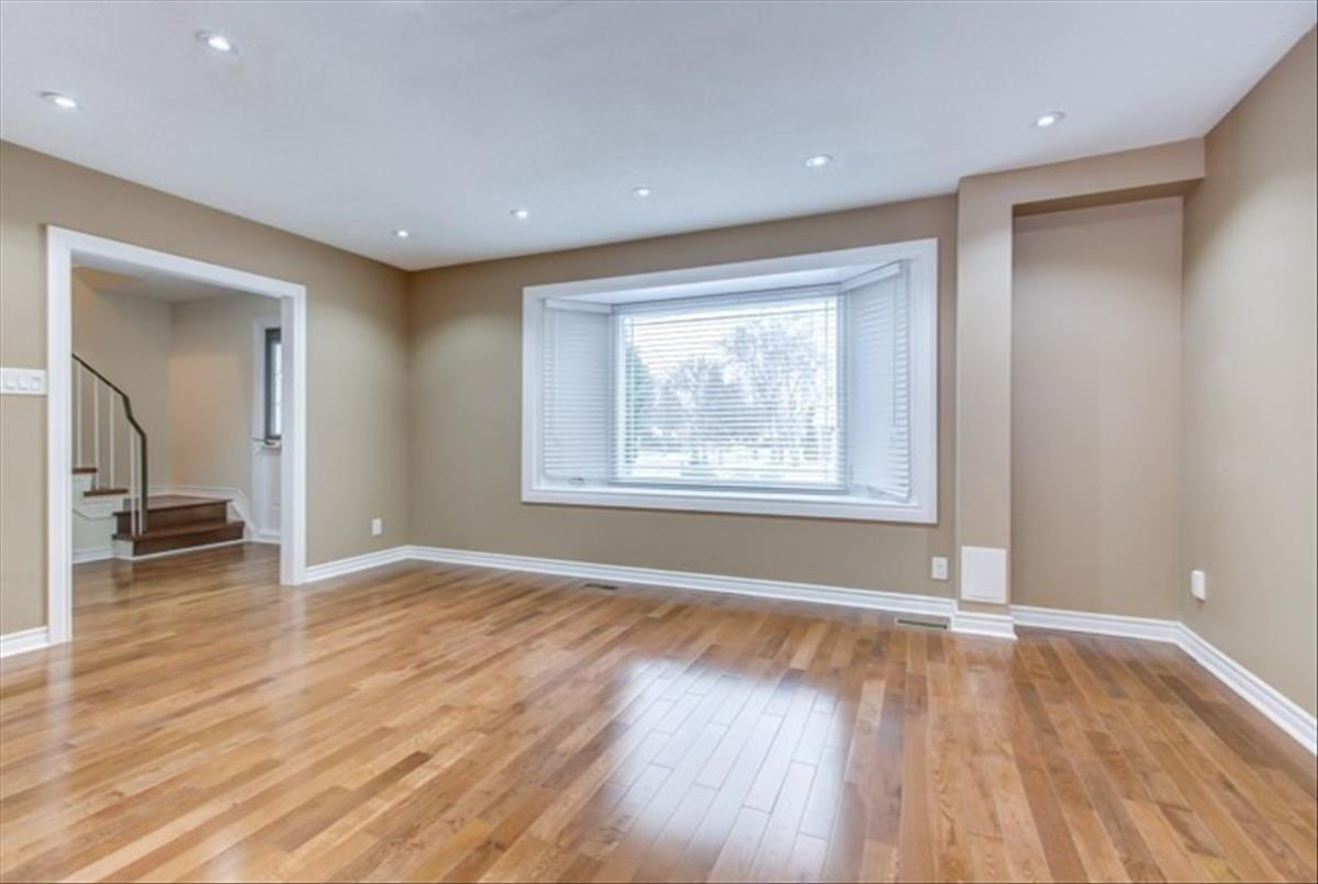 23 Waddington Cres Toronto Bella Lee