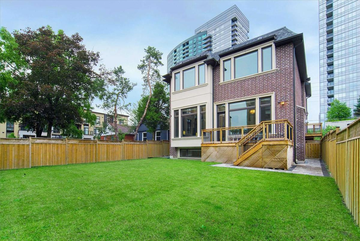18 Greenview Ave Toronto Bella Lee